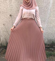 Pinterest: just4girls Modern Hijab Fashion, Islamic Fashion, Muslim Fashion, Abaya Fashion, Modest Fashion, Skirt Fashion, Fashion Dresses, Hijab Style Dress, Casual Hijab Outfit