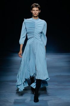 Givenchy Spring 2020 Couture Fashion Show - Vogue Couture Mode, Style Couture, Couture Fashion, Runway Fashion, Paris Fashion, Womens Fashion, 70s Fashion, Summer Fashion Trends, Fashion Week