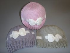Baby Girl Bow Beanies Baby Girl Bows, Girls Bows, Knitting Yarn, Baby Knitting, Scarf Hat, Knitting Patterns, Knitting Ideas, How To Make Bows, Beanies