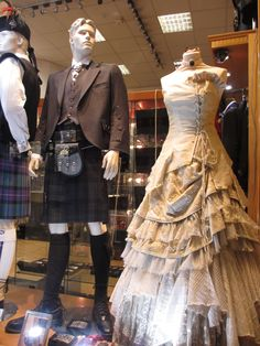 I loooooooooooove that dress. Scottish Wedding Dresses, Scottish Weddings, When We Get Married, Renaissance Wedding, Steampunk Wedding, Handfasting, Yes To The Dress, Wedding Styles, Wedding Photos