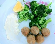 Homemade meatballs with sauté broccoli and special lemon cream cheese. Easy!