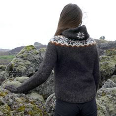 Útivist is a highly technical outdoor clothing. A great lopi sweater with a zipper, hood and chest pockets, and a very good fit! Ravelry, Intarsia Knitting, Icelandic Sweaters, Knit In The Round, Mesh Material, Pullover, Outdoor Woman, Outdoor Outfit, Pulls