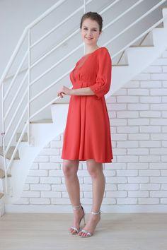 Découvrez notre robe de soirée rouge LOUISE réalisée en France, à la demande et personnalisable. Shoppez en ligne notre nouvelle collection de robes de soirée.