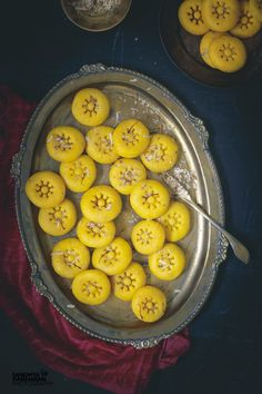 INSTANT KESAR PEDA is a gloriously popular Indian Dessert that is infused with Saffron. When the festive bells ring in the air, making a platter filled with Mithai ( Sweets) is a tradition. This Instant Kesar Peda Recipe is ridiculously easy to make and t Simple Indian Sweets Recipe, Indian Desserts, Easy Desserts, Indian Food Recipes, Vegetarian Recipes, Delicious Recipes, Indian Snacks, Easy Indian Sweet Recipes, Oriental Recipes