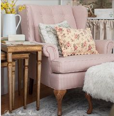 Shabby and Charme: Stile Shabby chic a casa di Amanda - May 12 2019 at Shabby Chic Mode, Shabby Chic Wardrobe, Shabby Chic Kitchen, Shabby Chic Cottage, Shabby Chic Style, Shabby Chic Decor, Cottage Style, Rustic Wood Furniture, Distressed Furniture