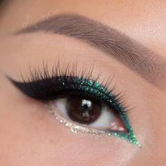 #ShareIG Christmas cat eyes by✨@stylebycat✨ using Pixie Luxe lashes@julepmaven gel pencils in emerald, champagne gold, and cosmic black @eyekandycosmetics Twizzle Stick glitter @urbandecaycosmeticsMidnight Cowboy glitter liner @amazingcosmetics_official concealer for cleanup #HOLidaymakeup #stylebycat #pixieluxe #pixieluxelashes #makeup #HOLidays #eotd #houseoflashes ❄️