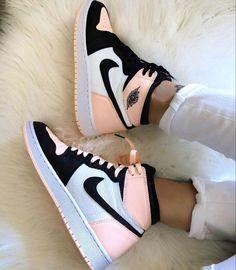 Cute Nike Shoes, Cute Nikes, Retro Nike Shoes, Pink Nike Shoes, Nike Shoes Outfits, Shoes Sport, Outfits With Jordans, Cute Addidas Shoes, Nike Dresses
