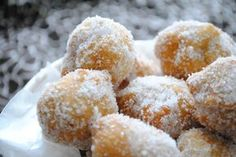 #Sicilian fried dough called #zeppole and madein #Sicily for the celebration of San Giuseppe on March 19  when zeppole are sold on many streets and sometimes presented as gifts.
