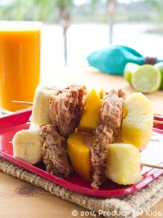 Sunny Breakfast Skewers - Bring some sunshine into your morning with these healthy, quick and easy breakfast skewers that are bursting with tasty tropical fruits, protein and whole grain nutrition. Healthy Summer Recipes, Super Healthy Recipes, Healthy Breakfast Recipes, Vegetarian Breakfast, Kid Recipes, Meatless Recipes, Healthy Breakfasts, Eating Healthy, Dinner Recipes