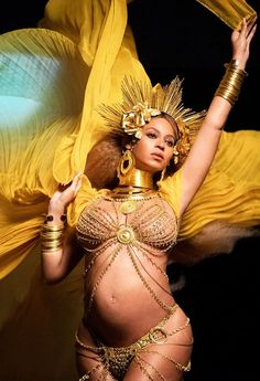 Beyonce Channels The Goddess Oshun in These Stunning Grammys 2017 photos - Beyonce Style, Beyonce And Jay Z, Beyonce Beyonce, Beyonce Pregnant, Oshun Goddess, Divas, Grammys 2017, Hipster, Beyonce Knowles