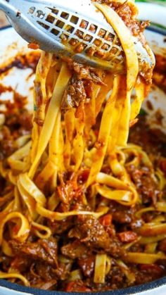 Tagliatelle Short-rib Bolognese ~ A slowly braised beef short rib bolognese that is absolutely packed with flavour!