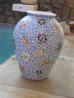 Vaso com mosaico azul