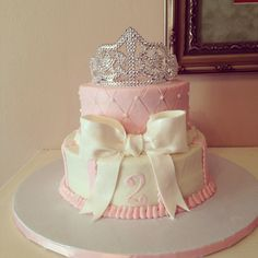 Pink princess birthday cake with tiara and bow, Inspiration fro Mobella Events, www.mobellaevents.com #birthday #princess