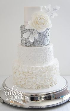 we ❤ this! moncheribridals.com #weddingcakes