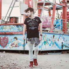 sneaker vermelho, menstyle, menswear, moda masculina. djanilton frança, parque de diversões, www.boyestilo.com