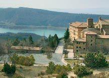 Monasterio de Leire y embalse de Yesa