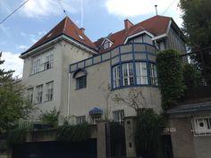 Walking tour of the Hohe Warte art colony Moll House II by Josef Hoffmann.
