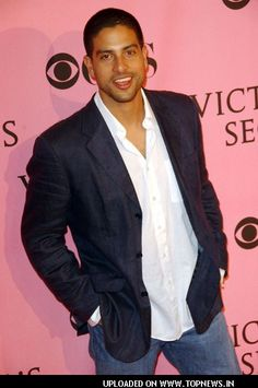 Ah yes, Eric Delko.the reason I watch CSI Miami i will admit he is attractive Hot Actors, Actors & Actresses, Gorgeous Men, Beautiful People, Michael Rodriguez, Latino Men, Miami, Hollywood Men, Victoria Secret Fashion Show