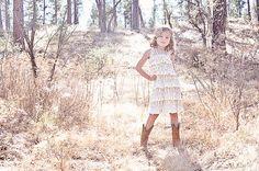 Robe de fille de fleur rustique  robe de fille par CountryCoutureCo
