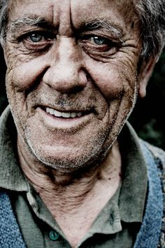 I <3 old people! Especially old men!! This man is stunning! Old man, powerful face, wrinckles, aged, lines of Life, portrait, photo