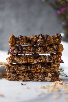 Healthy Granola Bars, Chewy Granola Bars, Peanut Butter Granola, Peanut Butter Roll, Homemade Granola Bars, Healthy Midnight Snacks, Plant Based Snacks, Dairy Free Treats, Healthy Dessert Recipes
