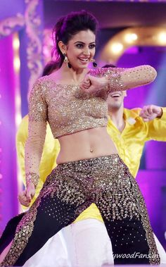 Rakul Preeth Singh Dance Performance At Cinemaa Awards (3)TollywoodFans.in
