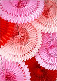 Rosaces en Papier de Soie en Rouge, orange, jaune, vert clair, vert foncé, bleu, bleu clair, rose fuchsia, rose clair, vieux rose, lilas et blanc