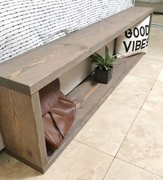 If you are seeking to add a bench to your bed room decor, we absolutely support this wonderful idea. Not solely does a bench add style and help you decorate, but additionally it is extremely functional. Diy Wood Projects, Home Projects, Build Your Own Garage, Diy Bank, Diy Wood Bench, Build A Bench, Entry Bench Diy, Diy Bench Seat, Diy Storage Bench
