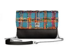 De Marquet - Night&Day: The Night&Day is a very versatile handbag with interchangeable covers that adapts to your style. This model features a black base and a multicolored cover. Find your combination at www. Day Bag, Day For Night, Finding Yourself, Your Style, Textiles, Base, Cover, Blankets, Textile Art