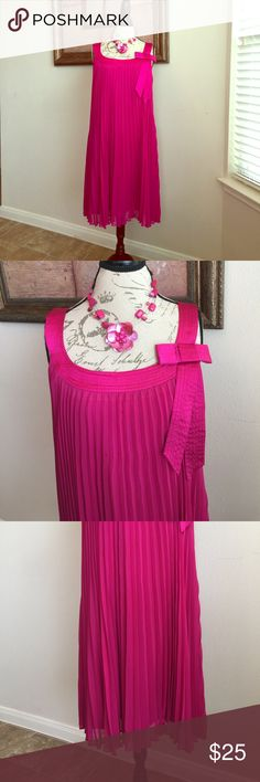 Signature By Robbie Bee Pink Accordion Dress 16W Beautiful accordion pink dress would be a great addition to your closet. You feel like a princess when wearing this!!! Slight  material pull on the back, see last photo. With the flowiness of the dress you can't see it. I am 5'9 and the dress hit me just above my knee. Signature by Robbie Bee Dresses