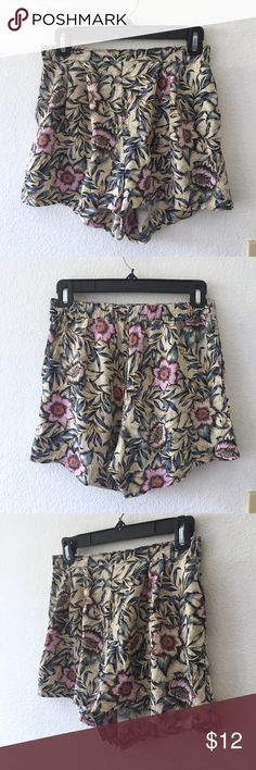 H&M Floral High Waisted Shorts • Floral print • High-waisted • Elastic waist band (back side of waistline) • Loose fit in the thighs • Has two side pockets • Lightweight material • Excellent condition! • No damages  Perfect shorts for summer! Floral, high-waisted shorts are a must-have! H&M Shorts
