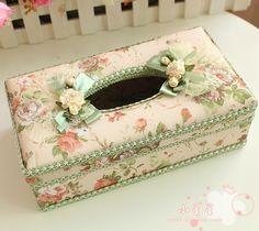 Caja para pañuelos de papel. Con cartón o madera y tela