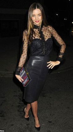 La tenue all black de Miranda Kerr