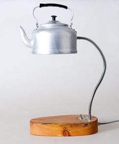 An adorable upcycled lamp using reclaimed wood and a tea kettle! Via the 5 Best DIY Projects Using Reclaimed Wood Rustic Lighting, Home Lighting, Deco Design, Lamp Design, Luminaria Diy, Desk Lamp, Table Lamp, Diy Luminaire, Moroccan Home Decor
