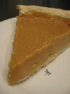 Après avoir goûté ma tarte au sirop d'érable , mon Homme m'a dit: ''Humm! C'est bon... Peux-tu nous faire une vraie tarte au sucre?'' ...