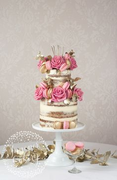 instead of the super rustic and randomly decorated naked wedding cakes of years past, the new trend is for ultra stylish skimmed buttercream, or semi-naked cakes.