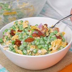Creamy Pea Salad Creamy Pea Salad is a great potluck and bbq side for pea lovers. With just a few ingredients and a few minutes of time, a bag of frozen peas gets turned into a super flavorful vegetable side. Salad Menu, Salad Dishes, Easy Salads, Summer Salads, Vegetable Sides, Vegetable Recipes, Vegetable Salad, Frozen Vegetables, Veggies