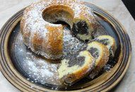 Bábovka s mákem +videorecept | Recepty a videorecepty Doughnut, Pancakes, French Toast, Breakfast, Desserts, Food, Morning Coffee, Tailgate Desserts, Deserts