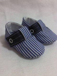 Sapatinho em tricoline, forrado com feltro. Para bebês de 0 a 9meses.Pode ser feito em outros tecidos e cores R$ 40,00