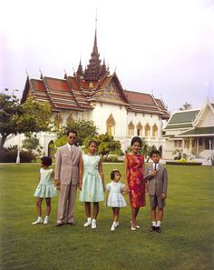 Le roi et la reine avec leurs enfants en 1962.