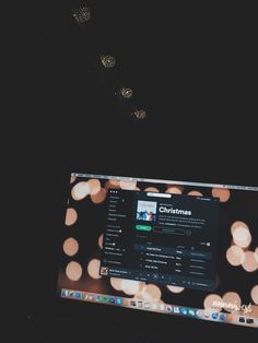 christmas is coming 🎄🍫🎅🏻✨🔜 #christmas #tumblr #december #merrychristmas #lights #room #bedroom #style #walldecor #wallpaper