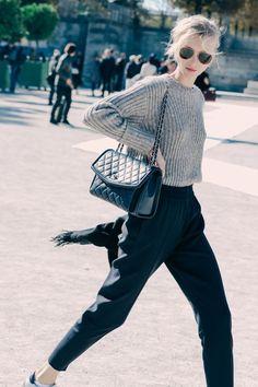 Street looks à la Fashion Week printemps-été 2016 de Paris,want this handbag Fashion Week Paris, Tokyo Fashion, Street Fashion, Look Fashion, Fashion Outfits, Fashion Trends, Trendy Outfits, Fashion Bloggers, Latest Fashion