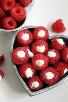 These yogurt filled raspberries are a delicious and healthy snack. Your kids will love to help prepare these (and of course eat them) Best Nutrition Apps, Nutrition And Mental Health, Nutrition Guide, Valentine Desserts, Valentines, Easy Snacks, Healthy Snacks, Healthy Eating, Nutrition For Runners