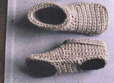 The best guide on available crochet slipper pattern Unisex Slippers Crochet And Knitted Free Patterns Crochet Cowboy Boots, Crochet Slipper Boots, Crochet Slipper Pattern, Knitted Slippers, Poncho Au Crochet, Crochet Patron, Free Crochet, Hat Crochet, Simple Crochet
