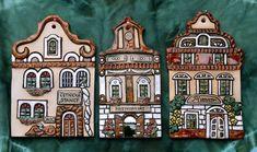 Četnická stanice / Zboží prodejce EK Keramika | Fler.cz Clay Christmas Decorations, Christmas Cookies, Christmas Gifts, Clay Houses, Ceramic Houses, Biscuit, Pottery Houses, Cookie Decorating, Diy And Crafts