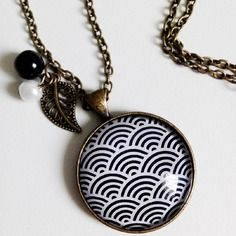 Collier mi-long * vagues japonaises* géométrie eventail noir blanc japon retro, cabochon verre