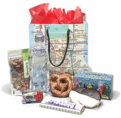 Wedding Welcome Bag- Perfect for welcoming out of town guests to the big apple! Wedding Gift Baskets, Wedding Gift Bags, Wedding Favors, Wedding Ideas, New York Theme, Hotel Welcome Bags, Wedding Welcome Gifts, Travel Baby Showers, Welcome Baskets