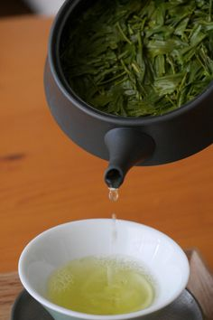 Thés du Japon is an online tea shop specializing in the best green tea varieries, personally selected by our tea sommeliers - We ship tes worldwide from Japan!