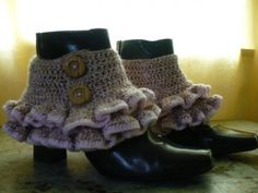 Victorian/Steampunk Ruffled Spats. Free Crochet Pattern. From Mrs. Greenes site.    Steampunk fashion draws largely from Victorian-era styles and designs. One item common between the two styles are spats, fabric cuffs that go over boots. This free crochet pattern will show you how to make a pair of ruffled spats that are perfect for adding to your own DIY steampunk outfit.