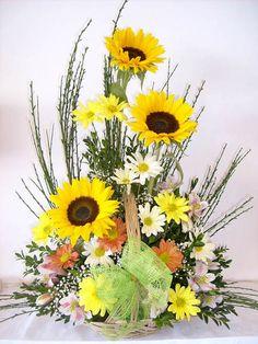 Altar Flowers, Decoration, Apartment Therapy, Natural, Wild Flowers, Floral Arrangements, Floral Design, Garden, Plants